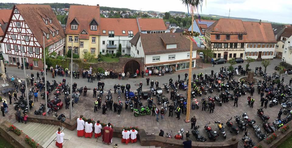 Motorräder auf dem Schloßplatz