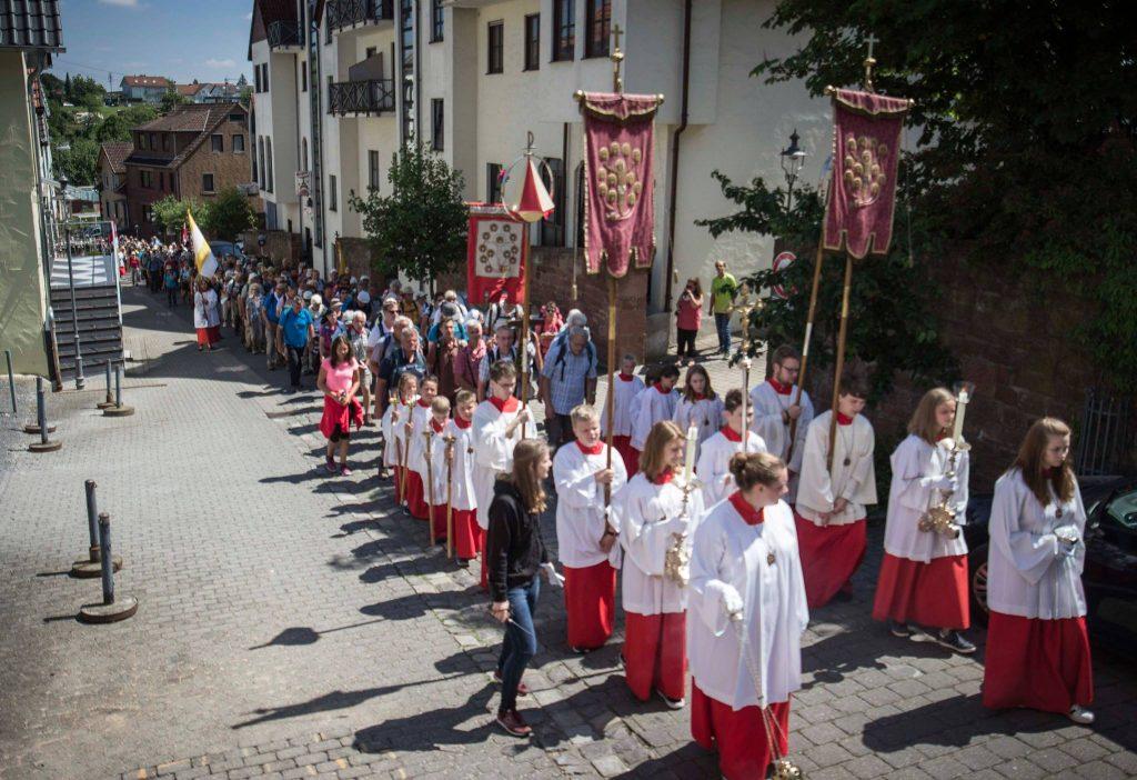 Ministranten holen die Fulda-Eichsfeld-Pilgergruppe ab -Bildquelle:Marcel Ditrich