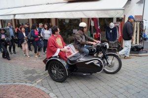 Wallfahrtsleiter Pater Josef zur Segung der Motorräder