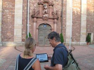 Pilger vor der Wallfahrtsbasilika