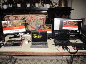 Mehrere Laptops und Monitore sind für die Übertragungen aus der Wallfahrtsbasilika notwendig