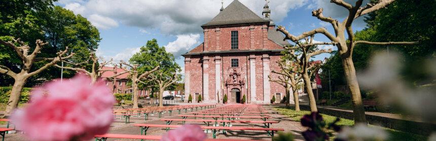 Blick auf die Wallfahrtsbasilika St.Georg Walldürn vom Wallfahrtsplatz