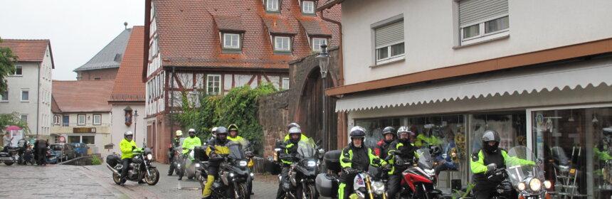 Die Biker-Gruppe Sankt Nikolaus aus dem Ost-Allgäu machte im Rahmen ihrer diesjährigen Motorrad-Wallfahrt Station in der Wallfahrtsstadt Walldürn.