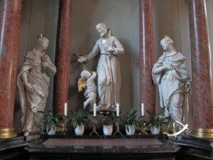 Seitenaltar in der Wallfahrtsbasilika mit dem Heiligen Franziskus